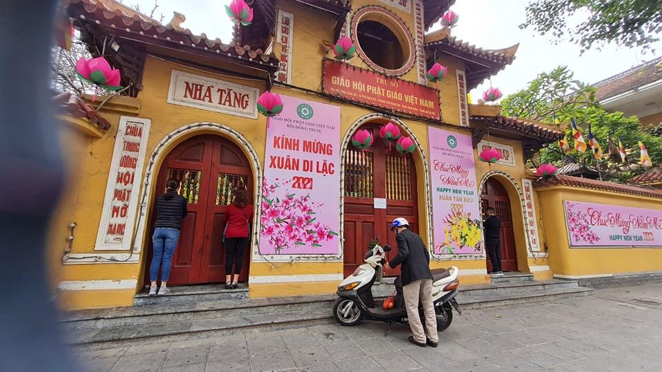 Các chùa tại Hà Nội đồng loạt đóng cửa dừng hoạt động tín ngưỡng để chống dịch Covid